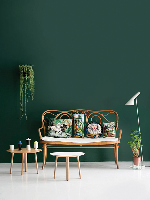 blog_resize_green_wall_rattan_sofa