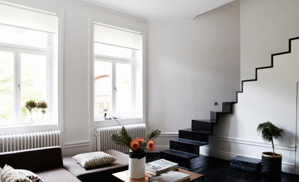 blog_scandinavian-style_interior-design_black-and-white-stairs-03
