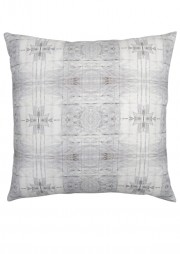 webLONG_akimbo_8_GS_18'x18'_pillow